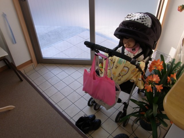 たつ整体院の玄関にはベビーカーが置けます。